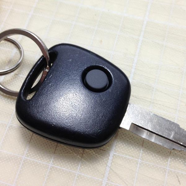 スズキ ワゴンRのキーレス ゴムボタン 無事交換完了
